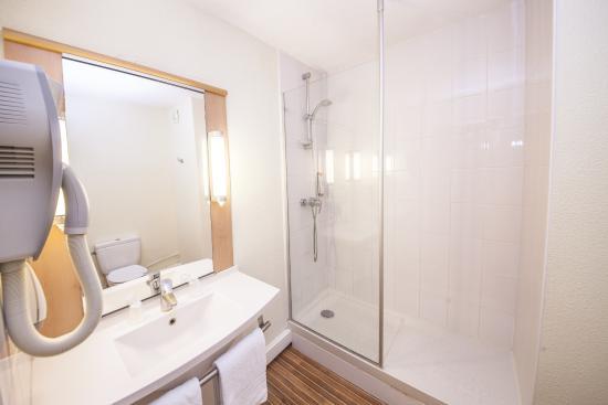 Salle de bain picture of ibis hotels valenciennes tripadvisor for Salle de bain hotel