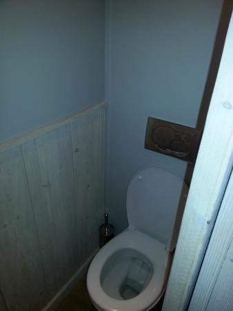 Au Grey d'Honfleur : wc dans la SDB largeur au plus large environ 80 cm!