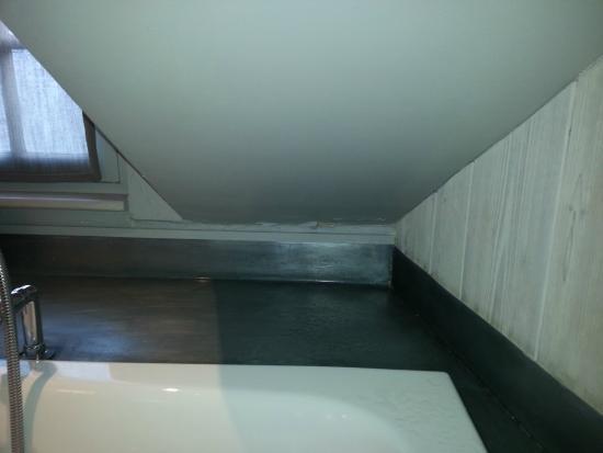 Au Grey d'Honfleur : tentez de côté de sortir de la baignoire!!!