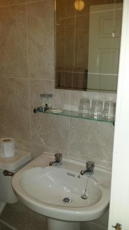 Arch House B&B & Apartments: bathroom