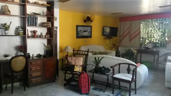 Hotel Mendonca: Sala de estar do hotel, onde funciona o wifi