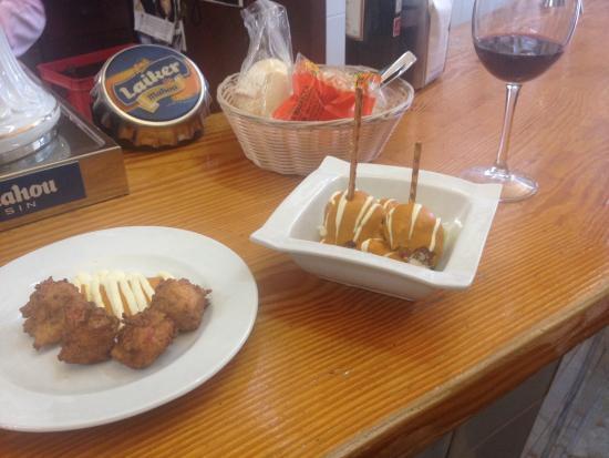"""Bodega la Mazaroca: El platillo típico morentina """"croquetas""""  Los platillos con excelente calidad t muy bien servido"""