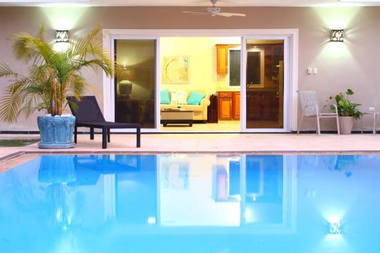 Residencial Casa Linda: Pool area