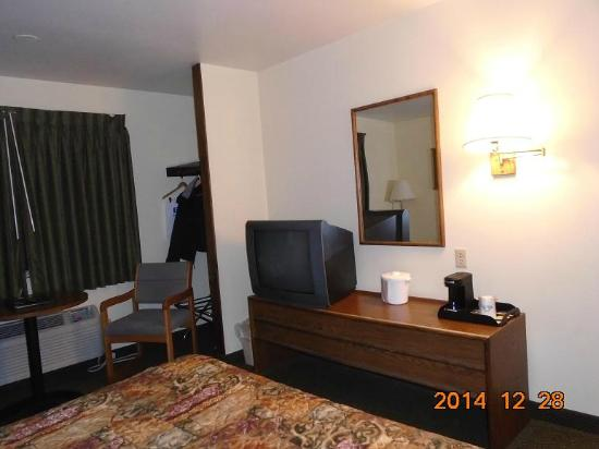 Days Inn Missoula Airport : Table, TV and Coffee maker - Dec 2014