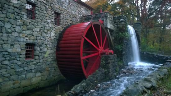 Longfellow's Wayside Inn: Working mill