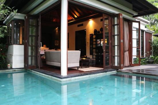 Lovina Beach, Indonesia: pool villa