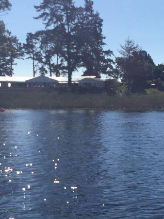 Lakeside Lodge & Spa: Lodge from the lake