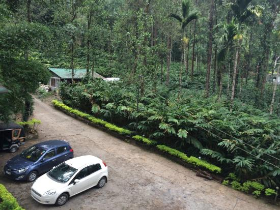 Blue Bells Valley Resort: Car park