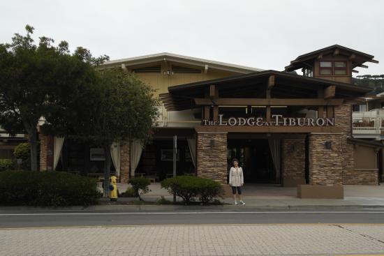 The Lodge at Tiburon: Vista da frente do hotel