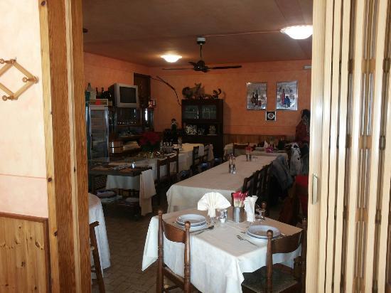 Sala da pranzo picture of bar trattoria serena vetto for Sala da pranzo versace