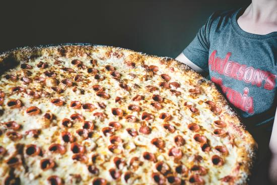 "Columbia, Kentucky: The Columbia Giant 28"" Pizza"