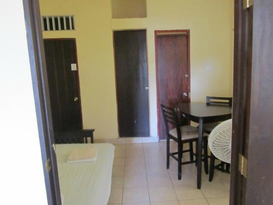 Rincon Inn: Suite futon area
