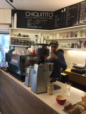 Chiquitito Cafe : la Marzocco espresso machine and Mazzer grinder!