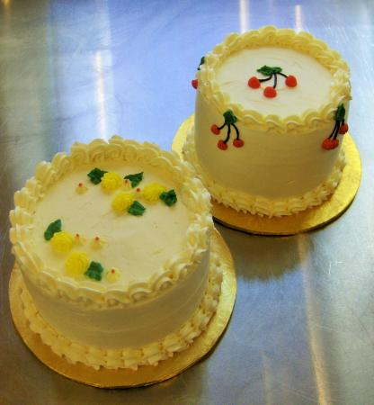Gluten Free Cakes Lemon W Strawberry Filling Vanilla W Black