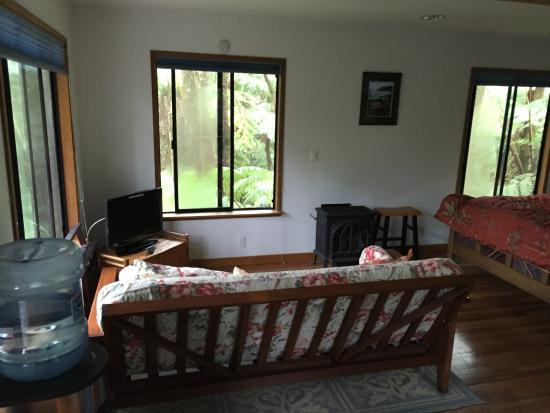 The Guest Cottages at Volcano Acres Tree House : Inside our room ( as we left it, it was made up when we got there )
