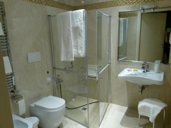 Hotel Tre Archi: Bagno parte nuova