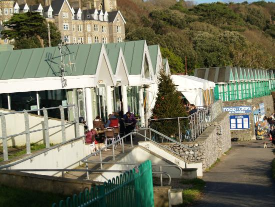 Langland's Brasserie: Front section of the eaterie