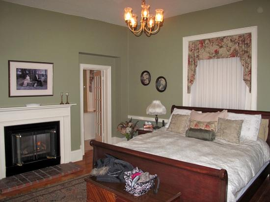 Brockamour Manor Bed and Breakfast: Sir Isaac Brock - bedroom