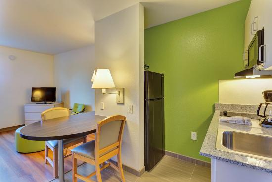 Motel 6 San Francisco - Redwood City : Kitchen