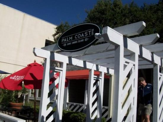 Palm Coast Coffee, Cafe and Pub: Palm Coast indoor & outdoor seating
