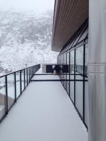 Josl Mountain Lounging: Roof top hot tub ��