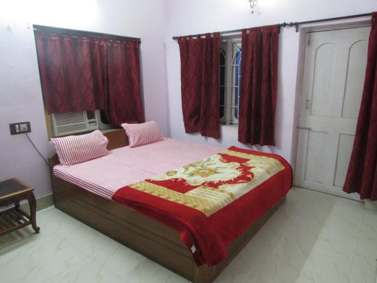 Hotel room of Amrapali Guest House