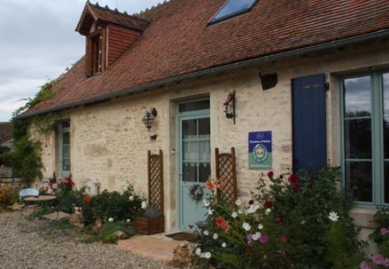 Chambres d'hotes de La Fontenille: Vue sur la maison d'hôtes La Fontenille