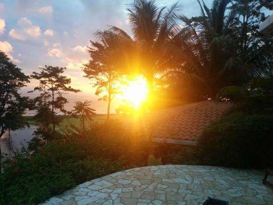 LagunaVista Villas: Sunset as seen from our plunge pool