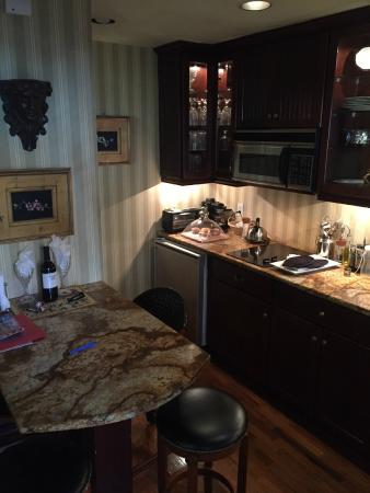 Armstrong Inns Bed and Breakfast: kitchen area