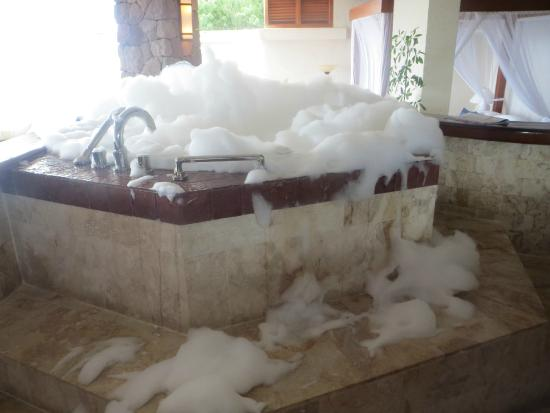 Jade Mountain Resort: Bubble bath the butler ran for us