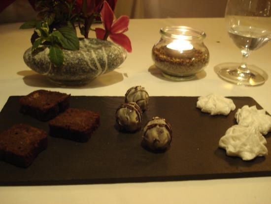Vieux Sinzig: zu den hausgemachten Pralinen gab es dann noch einen Gruß aus der Küche