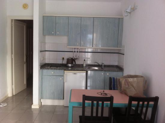 Apartamentos THe Oasis: Kitchen area