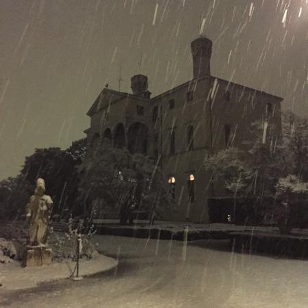 Castello di Roncade: Nevando