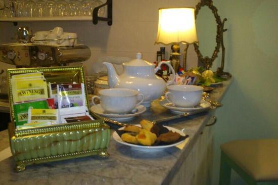 La Credenza Della Suocera Roma : Sala da tea foto di la credenza della suocera bistrot roma