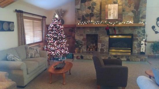 Boarders Inn & Suites Faribault, MN : Holiday Lobby!