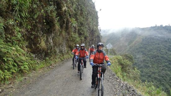 Bolivya: Death road with Freak Out Biking ,La Paz bolivia