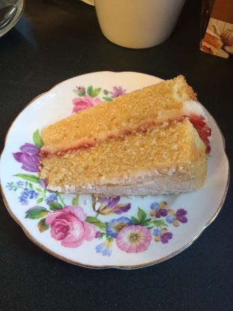 Baldry's Tea Room: Victoria Sponge
