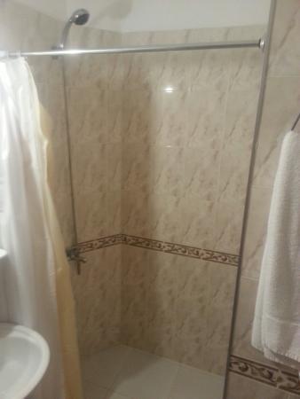 Royal Hotel: Ducha limpia y agua bien caliente