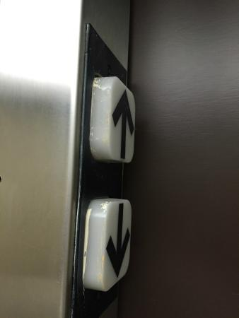 Sleep Inn Sarasota: poor workmanship
