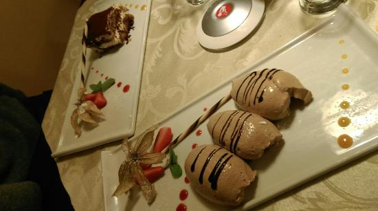 Restaurant Pizzeria & Steakhouse Anny: Dolci: tiramisù e mousse al cioccolato