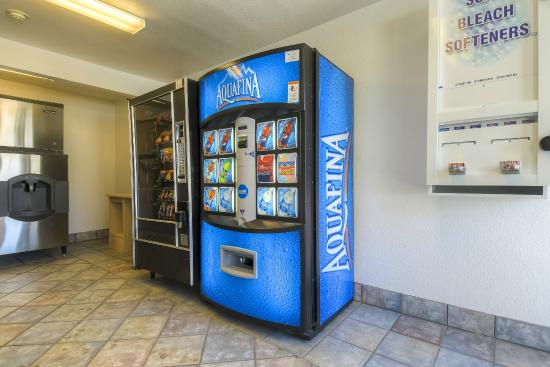 Motel 6 Palm Springs - Rancho Mirage: Vending