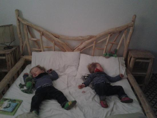 Casa Guapa de Tamuziga: a perfect bed for small kids... and mommy had still enough space to sleep ;o)