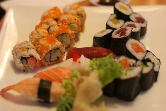 Oishii: Premium sushi combination