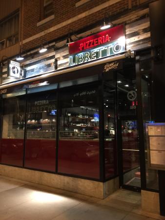 Pizzeria Libretto-Danforth: Modern upbeat facade.
