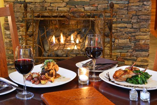 Timberlake's Restaurant at Chetola Resort: Timberlake's Restaurant Lobby