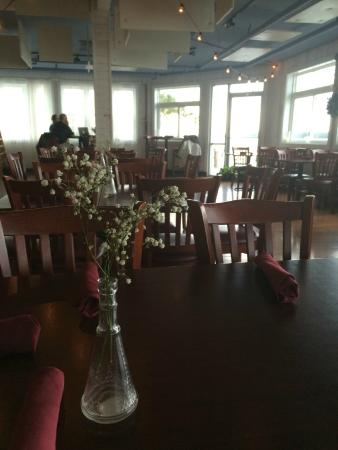 The Ruddy Duck Seafood & Alehouse: Happened to be here early to catch the quiet times!