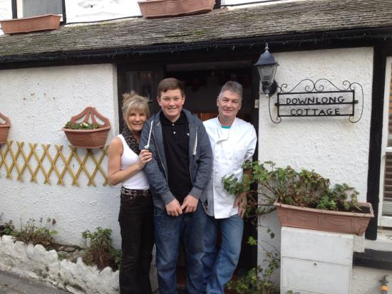 Downlong Cottage Guest House: Leaving is a sad time :-( but it's a tradition to have out photo :-) xx