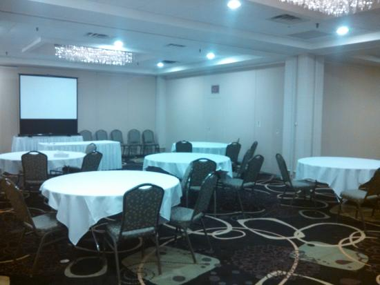 Holiday Inn Wilkes Barre East Mountain: Meeting Rounds Set-up