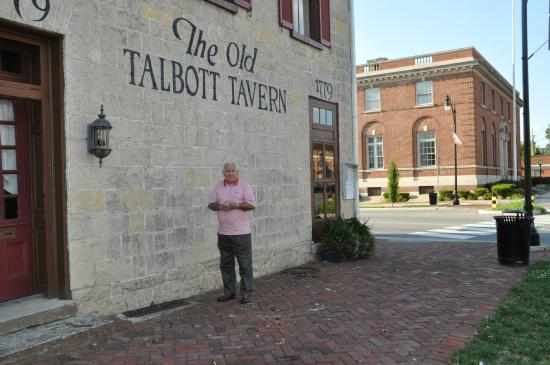 Old Talbott Tavern: Getting ready to enter Talbott Tavern