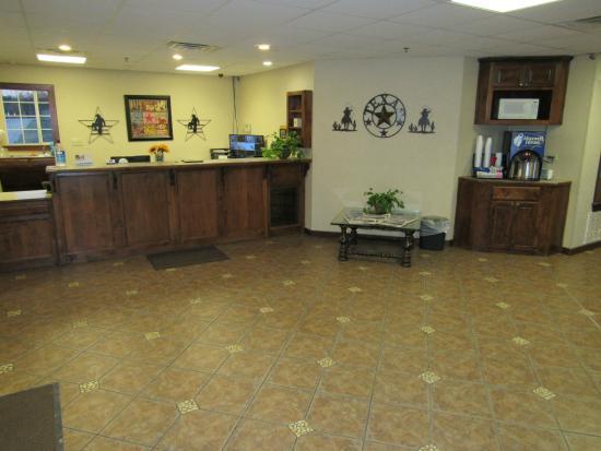 Atria Hotel & RV McGregor: Lobby